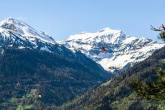日出在山顶部在烟特勒根 瑞士 免版税库存图片