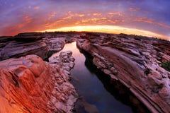 日出在泰国的大峡谷 免版税库存照片