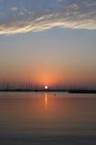 日出在港口 免版税库存照片