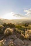 日出在洛杉矶西方圣费尔南多谷地区  库存图片