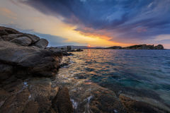 日出在Ammouliani海岛,希腊 免版税库存照片