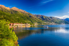 日出在Cannero里维埃拉村庄,马焦雷湖,韦尔巴尼亚,山麓,意大利 图库摄影