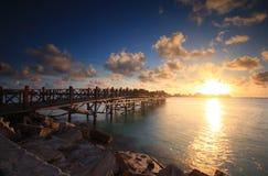 日出在Mabul海岛, Semporna,沙巴,马来西亚 免版税图库摄影