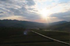 日出在Shahdagh山区度假村,阿塞拜疆 图库摄影
