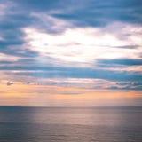 日出天空和海洋 免版税库存图片