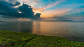 日出天空芽庄市海湾越南 免版税图库摄影