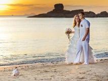 日出婚礼 库存照片