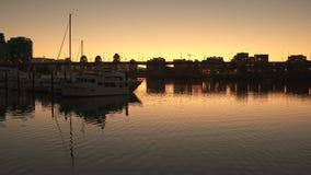 日出小游艇船坞False Creek黎明4K UHD 股票录像