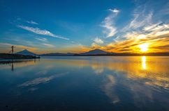 日出延基韦湖,巴拉斯港,智利 免版税库存照片