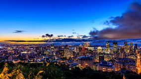 日出或日落的美丽的蒙特利尔 从Belve的惊人的看法 免版税库存照片