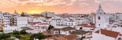 日出拉各斯,阿尔加威,葡萄牙 免版税图库摄影