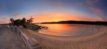 日出斜纹呢衬海滩全景澳大利亚 图库摄影