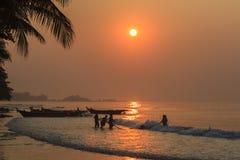 日出海滩 免版税库存照片