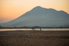 日出湄公河 库存照片