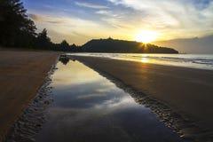 日出田园诗与沙子海滩禁令Krut海滩 免版税库存图片