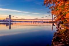 日出的乔治华盛顿大桥 库存照片