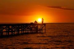 日出的二位渔夫 库存图片