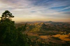 日出的卡拉希贝塔从恩纳西西里岛 免版税库存图片