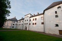 日出的城堡和教会,图尔库,芬兰 免版税库存照片