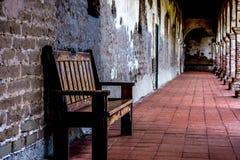 日出的安静的室外走廊 库存图片