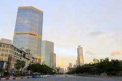 日出的摩天大楼在广州 库存图片