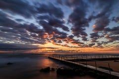 日出的新港海滨 免版税库存图片