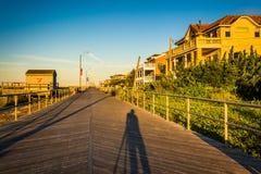 日出的木板走道在Ventnor市,新泽西 免版税库存图片