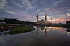 日出的清真寺 免版税库存图片