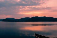 日出的湖 图库摄影