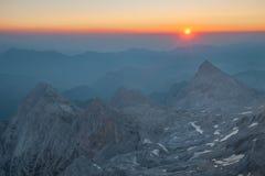 日出的特里格拉夫峰 免版税库存照片