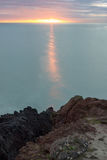 日出的看法从峭壁的 免版税库存图片