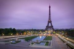 日出的艾菲尔铁塔在Trocadero,巴黎 免版税库存图片
