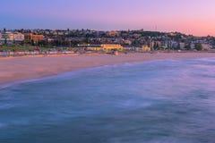 日出的邦迪滩在邦迪滩悉尼澳大利亚 免版税库存图片