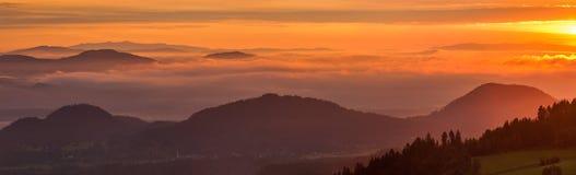 日出的,全景奥地利阿尔卑斯 免版税图库摄影