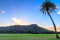 日出的,奥阿胡岛,夏威夷钻石头山 免版税库存图片