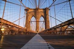 日出的,纽约布鲁克林大桥 库存图片