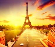 日出的,巴黎,法国艾菲尔铁塔 免版税图库摄影