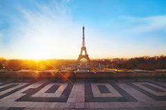 日出的巴黎 免版税库存图片