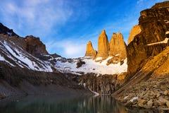 日出的Mirador托里斯在巴塔哥尼亚的托里斯del潘恩国家公园,智利 免版税库存照片