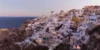 日出的Oia村庄,圣托里尼海岛,希腊 库存图片