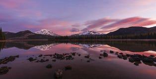 日出的Sparks湖,中央俄勒冈 库存照片