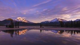 日出的Sparks湖,中央俄勒冈 图库摄影