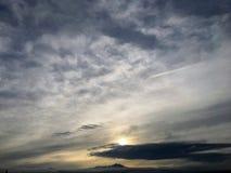 日出看法和看起来Wasatch的山脉的技巧东部在沿Wasatch前面岩石登上的盐湖城犹他 免版税库存照片