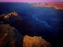 日出科罗拉多河大峡谷 库存照片