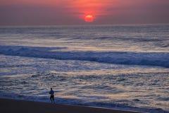日出赛跑者海滩颜色 免版税图库摄影