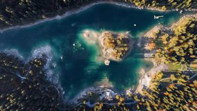 日出雾湖山Caumasee Switzeland在福瑞斯特湖山Caumasee Switzeland空中4k上的空中4kAutumn 股票视频