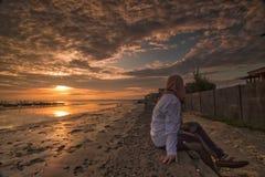 日出风景看法在Tuban海滩东爪哇印度尼西亚的 库存照片