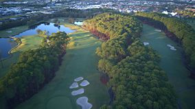 日出高尔夫球场希望海岛庄园英属黄金海岸草Coomera河 免版税库存图片
