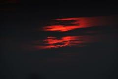 日出,大,通过低云 黎明 图库摄影