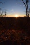 日出,小,与低云 黎明 图库摄影